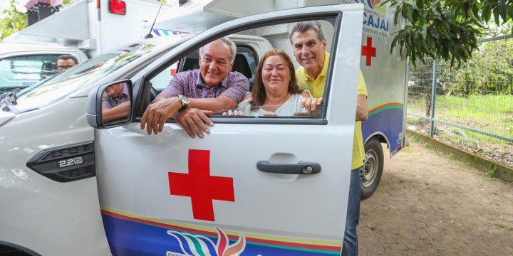Romero Jucá, Édio Lopes e Nega em uma das Ambulâncias entregues em Mucajaí
