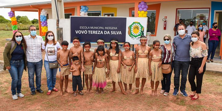Arthur inaugura nova escola