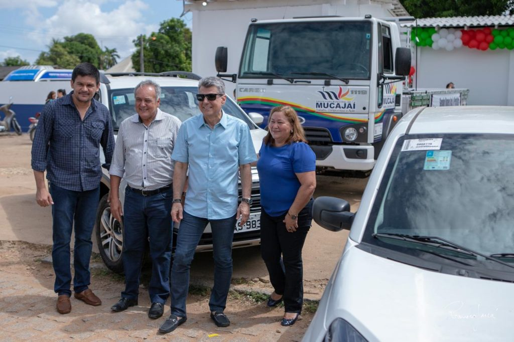 Romero Jucá com o deputado federal Édio Lopes e representantes de Mucajaí