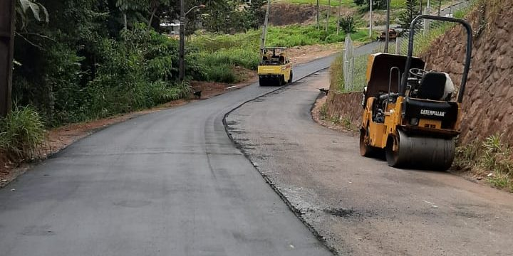 Jucá ajuda com obras de asfalto em Pacaraima