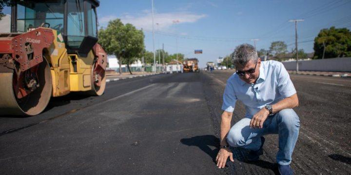 Jucá atua com a Prefeitura no asfalto das ruas de Boa Vista