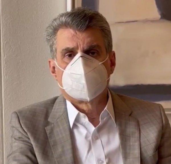 Romero Jucá usando máscara pergunta cadê a vacina contra a covid em Rotaima?