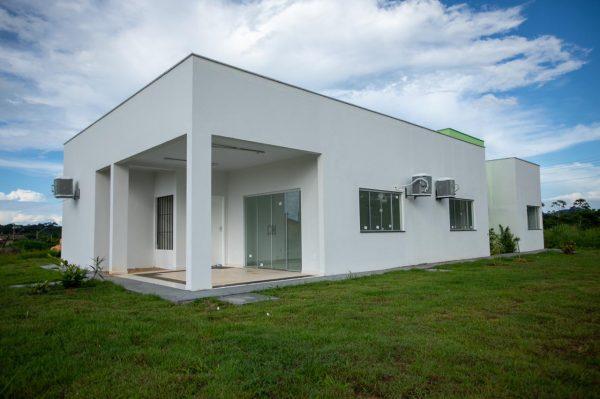 Imagem da frente do prédio administrativo do Centro de Referência de Assistência Social que ainda será inaugurado no município de São Luiz, em Roraima.