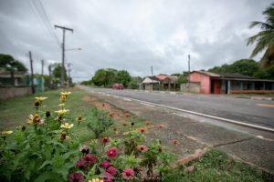 Imagem de rua asfaltada por senador de Roraima no Amajari