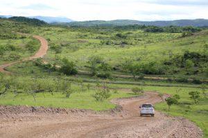 Imagem de estrada que dá acesso ao Uiramutã, município com população predominantemente indígena