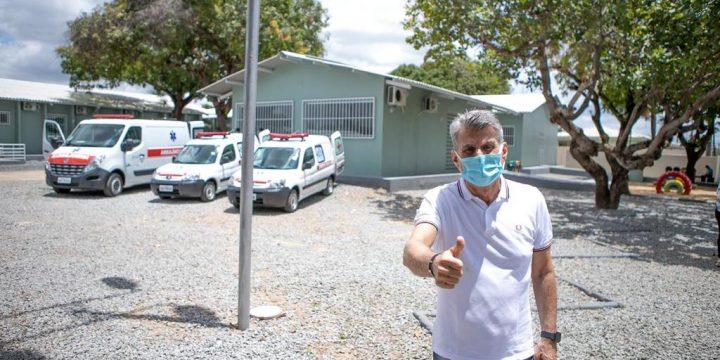 Romero Jucá na frente de UBS em Boa Vista