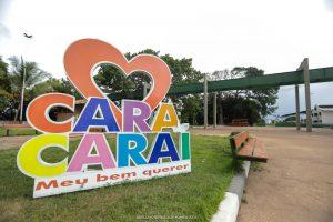 Imagem de uma placa com a palavra Caracaraí e um coração mostram o carinho de Jucá por Caracaraí