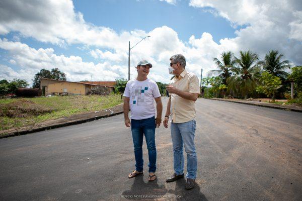 Jucá e James no asfalto em São Luiz