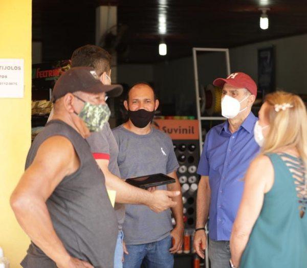 Jucá e Teresa conversam com os comerciantes. MDB Por Aí