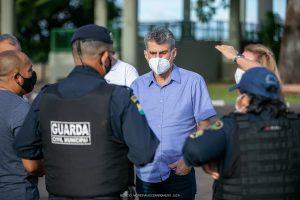 Jucá no meio da Guarda Municipal de Caracaraí. Segurança em Boa Vista vira referência para outros municípios
