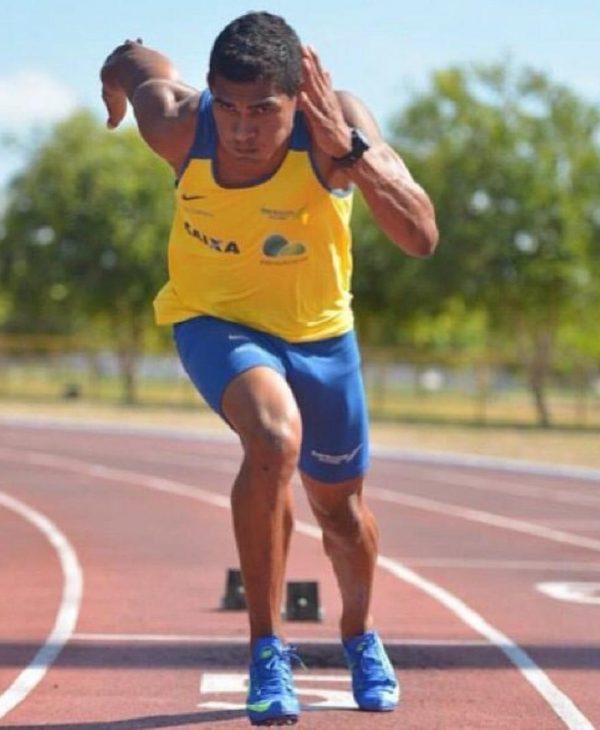Ailson Feitosa correndo na Vila
