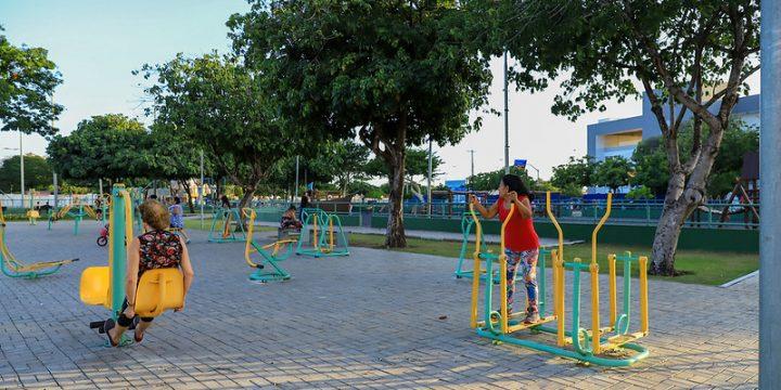 Pessoas praticando exercícios em uma praça de Boa Vista, a Cidade do Esporte