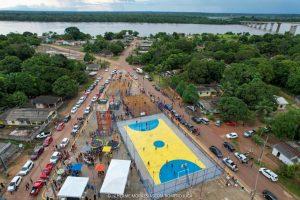 Vista Aérea Praça de Vista Alegre, em Caracaraí, com rio Branco no fundo