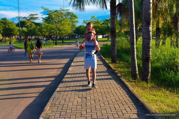 Caminhada na Praça Germano Sampaio