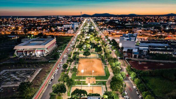 O Complexo Airton Senna é a porta de entrada da cidade. Um espaço que oferece: quadras, bares e restaurantes, além de parques infantis