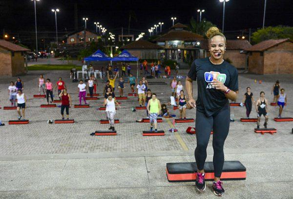 Além de shows o palco da Praça Velia Coutinho é um espaço para atividade fisica