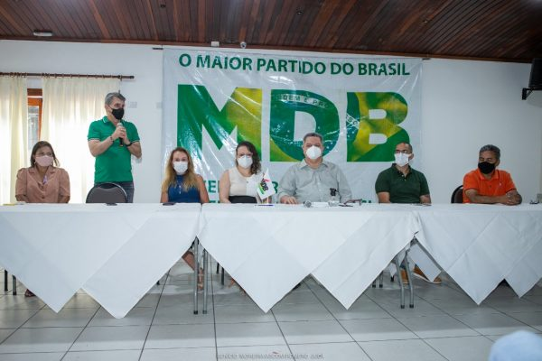 Romero Jucá recebe Dr. Frutuoso Lins no MDB de Roraima