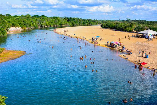 As praias de água doce são uma excelente oportunidade para se refrescar durante o verão