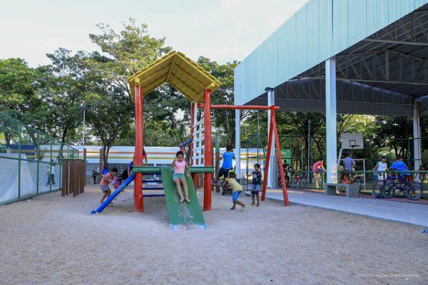 Centro de Artes na praça do Pintolândia