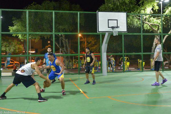 Quadra de basquete na praça Capitão Clóvis de Boa Vista