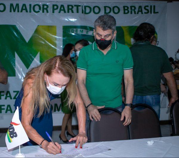 Teresa Surita assina filiação de Dr. Frutuoso Lins ao MDB de Roraima
