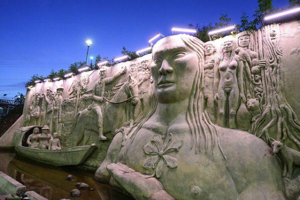 A Flor do Monumento aos pioneiros simboliza a flora