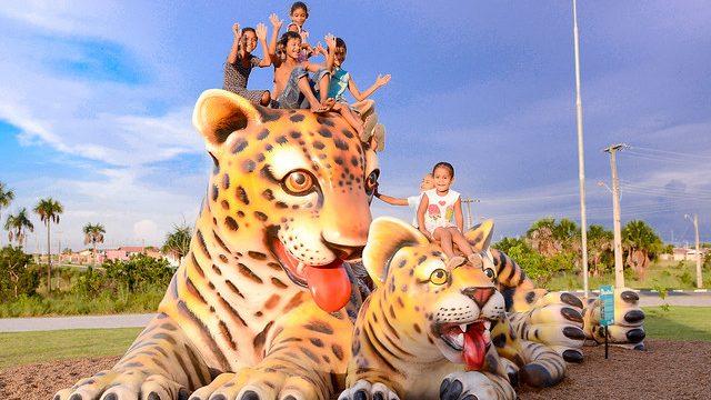 Selvinha amazônica na Praça do Pérola diversão e arte por toda parte