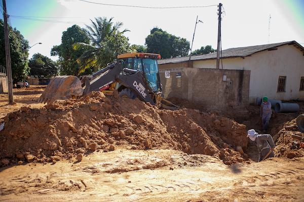 Obra de drenagem no Cauamé, em Boa Vista
