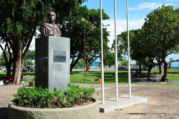 Estátua em homenagem a Simón Bolívar