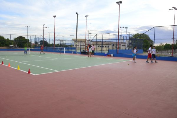 Quadra de Tênis na Praça da Amoca