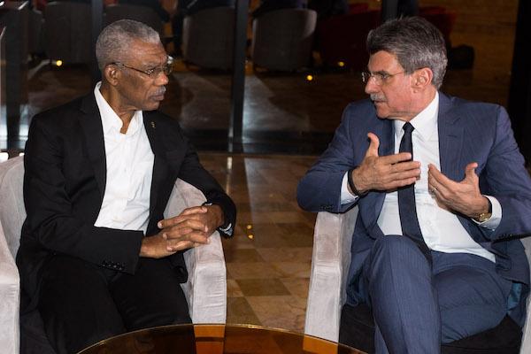 Romero Jucá conversa com o presidente da Guiana David Granger