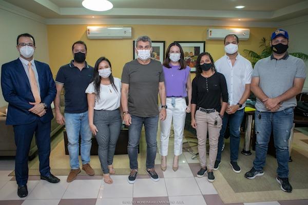 Romero Jucá e Rosilene Brito com os jovens empreendedores de Roraima