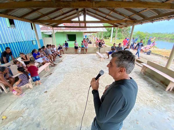 Romero Jucá conversa com ribeirinhos do Baixo Rio Branco