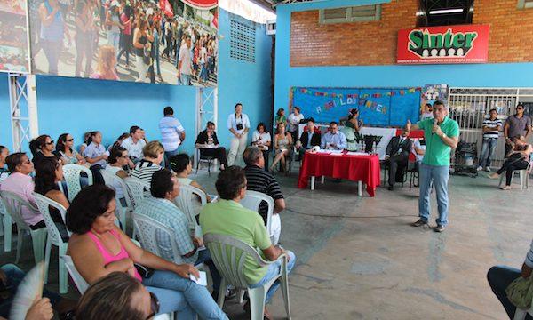 Romero Jucá conversa com professores de Roraima