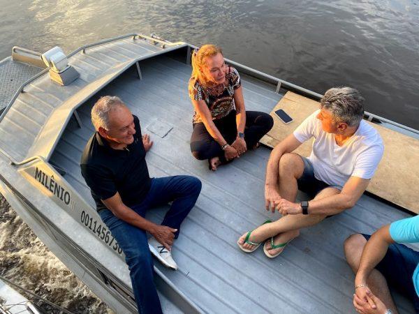 Romero Jucá, Édio Lopes e Teresa Surita em cima do barco no Baixo Rio Branco